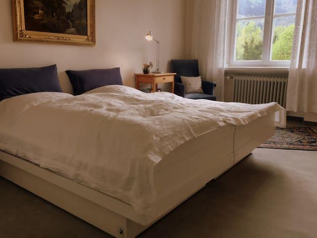 Schlafzimmer 3 mit Doppelbett 1.OG