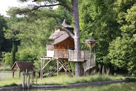 La cabane du bout du pré - Descartes - Hus i træerne