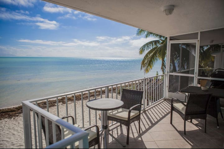 **April Discounts!** Rare Ocean Front Keys Home with Private Beach - Great for Kite Surfing! - Islamorada - Hus