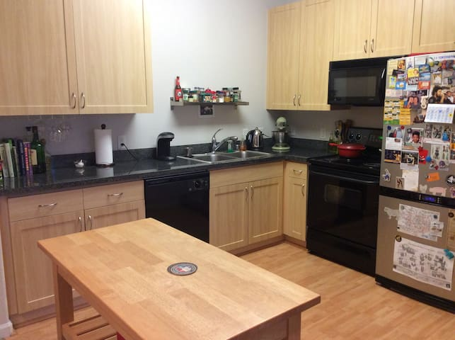 Sunny Emeryville Apartment - Emeryville - Condominio