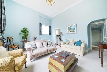 Charming Grade II Character Apartment - Corsham - Apartment