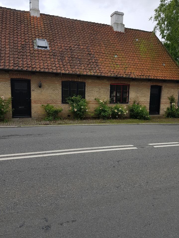 Historisk Byhus midt i Tranekær Slotsby