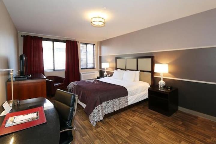 ✨Executive Room One King Bed and Kitchenette✨