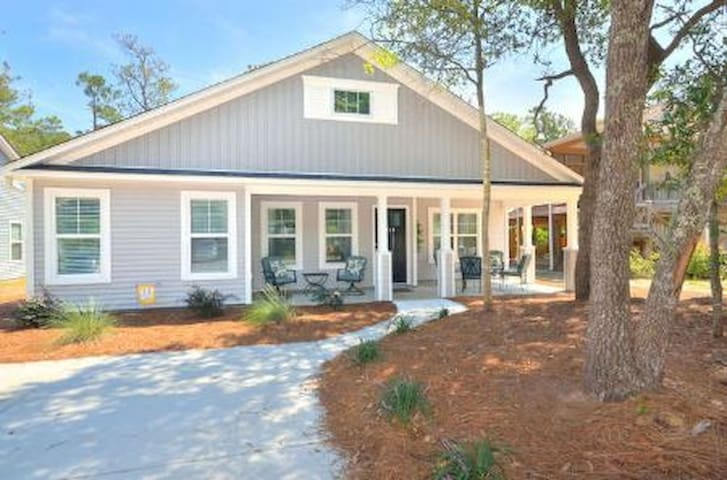 Whitehall Retreat- Beautiful, 3 Bdrm/2 Bath Beach Cottage-Home