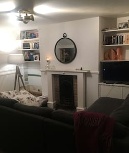 2 bed Racing Accomodation-1.5 miles to Racecourse - Cheltenham - House