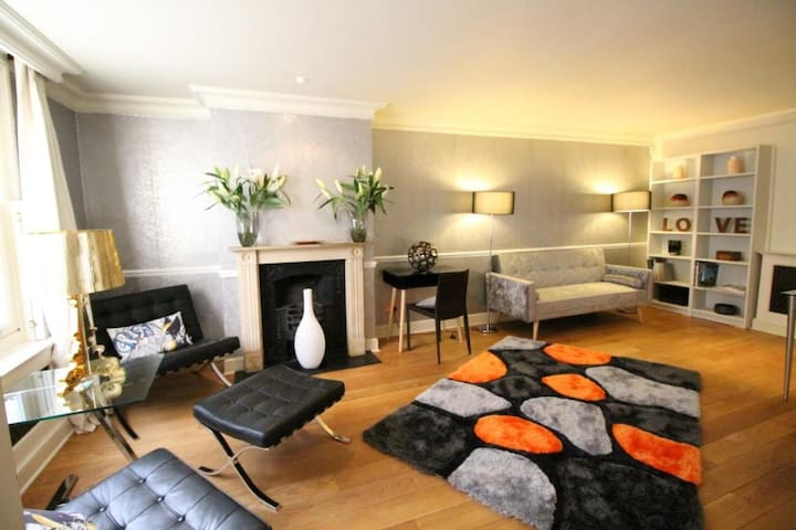 Smart 3/4 bed townhouse across road from Harrods