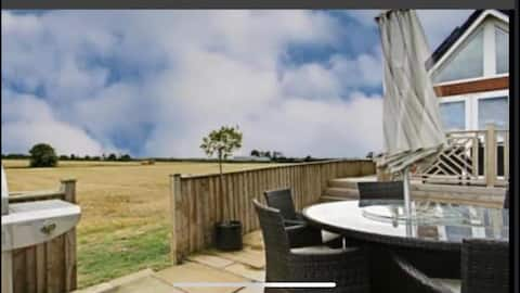 4 person, 2 bed house with superb country views.