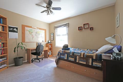 Bright, Cozy Room for ONE in Old Towne Beverly