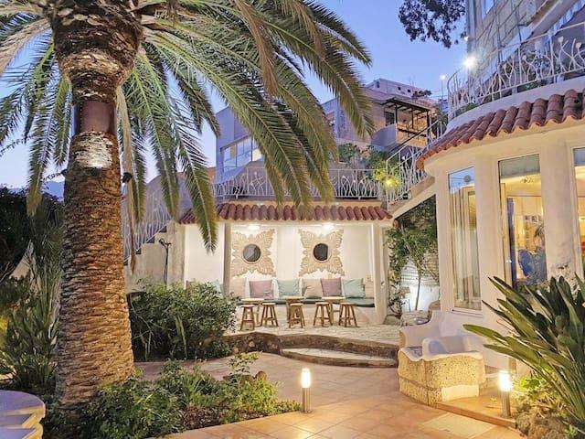Holiday villa!Ocean view & large palm tree garden!