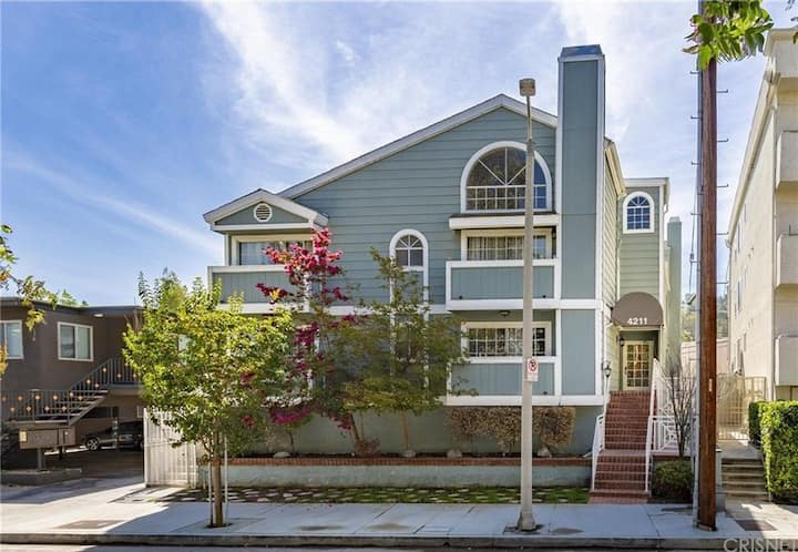 Long term stay in the heart of Studio City!