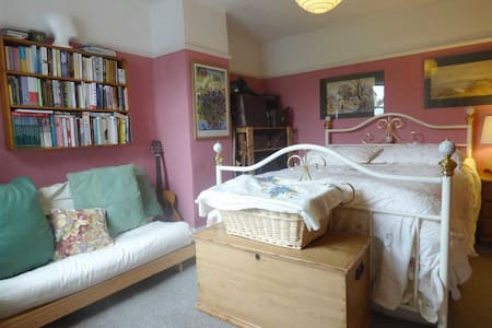 Double room in lovely cottage - Casa