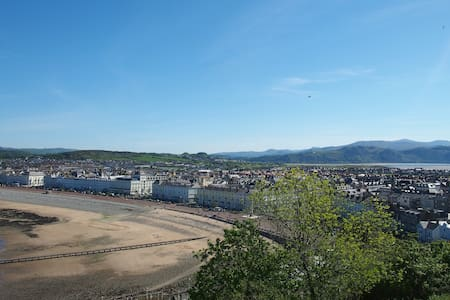 Llandudno | Ground Floor Apartment | Sleeps 4