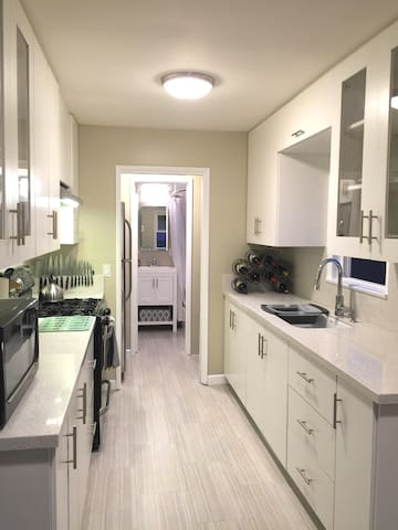 Completely remodeled cozy home near Disneyland - Anaheim - Departamento