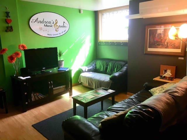 Andrea's Music Studio - Great Location & Charm