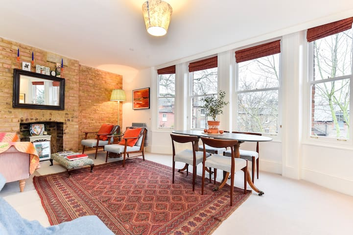 Charming 3-bed flat right by Kew Gardens! Sleeps 6 - Richmond - Lejlighed