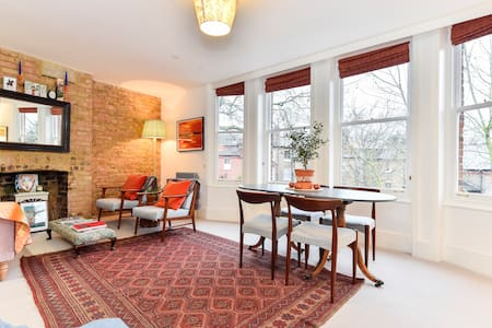 Charming 3-bed flat right by Kew Gardens! Sleeps 6 - Richmond - Apartment