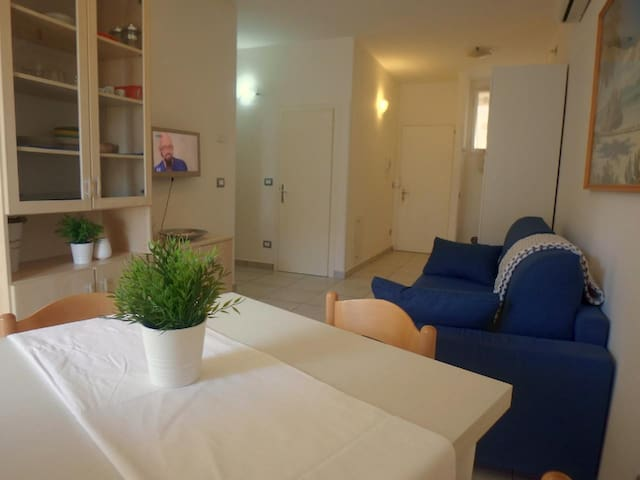 Close to the sea, in the center, very nice three-room apartment