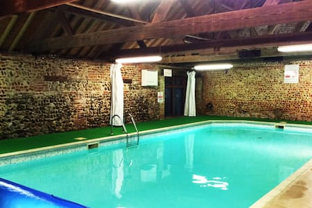 Cosy Cottage with swimming pool in Norfolk - Toftrees - Hus