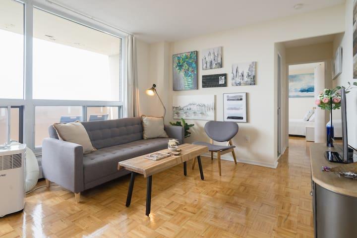 Cozy Comfy Entire Balcony Suite, Downtown Toronto
