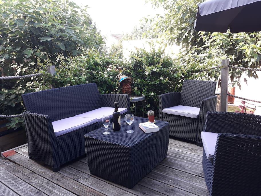 La terrasse: idéale pour se détendre et profiter du coucher de soleil