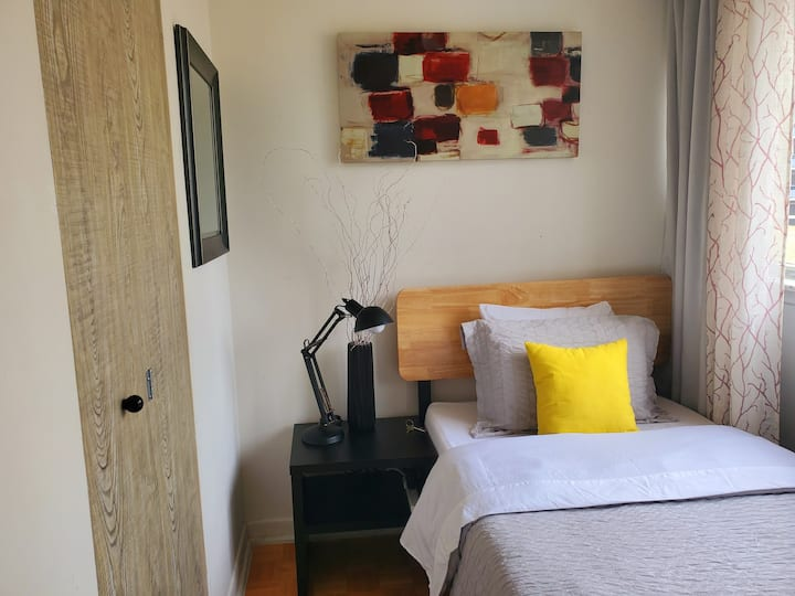 Bright, Cozy & Clean Room in Down Town Toronto!