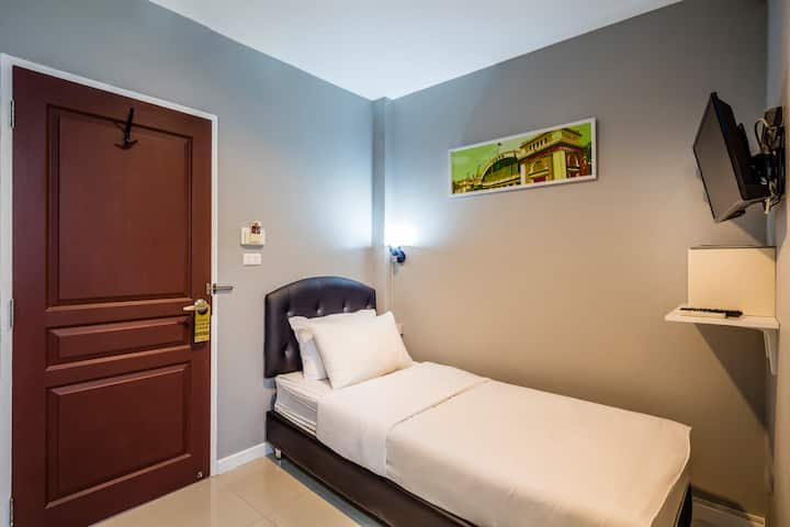 Room close to MRT, Railway station&China Town
