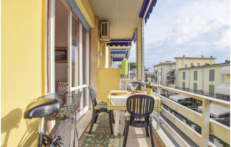 Holiday apartment with 1 bedroom on 60m² in Viareggio -LU-