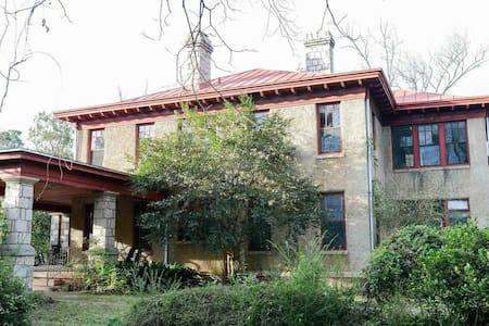 Southern Gothic 7 bed Group Retreat
