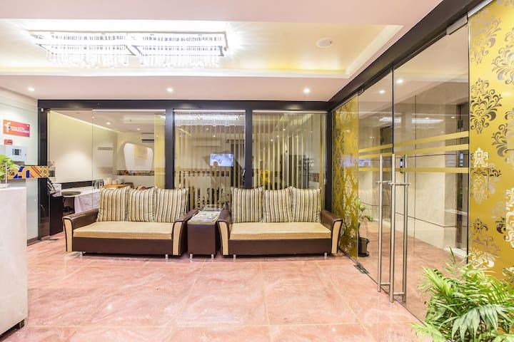 Le western Executive Rooms near Chakala Metro Station