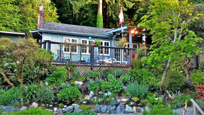 Ocean-View Garden Cottage Near Great Beach
