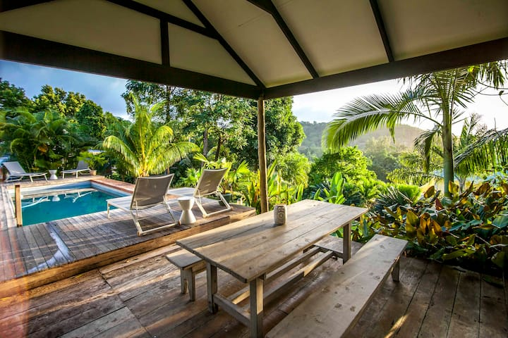 Garden cottage on stunning property with free wifi