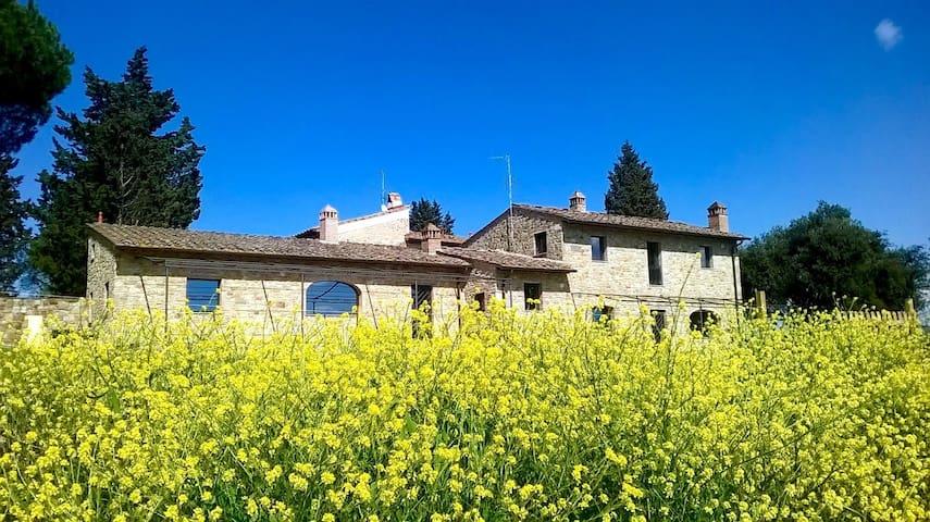Enchanting Tuscan farmhouse