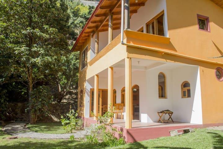 Casa Pradera / Lago de Atitlan