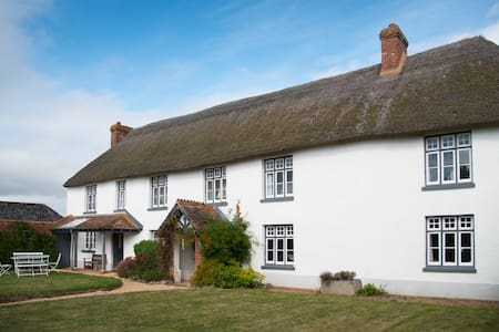 Pebblebed Vineyard Farmhouse and Event Location - Clyst Saint George - Huis
