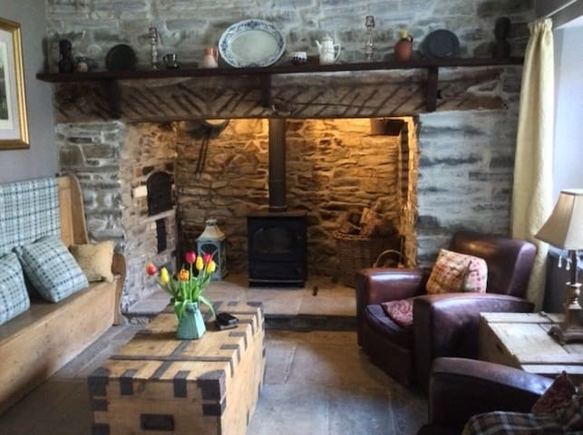 Beautiful Georgian Farmhouse in middle of 20 acres