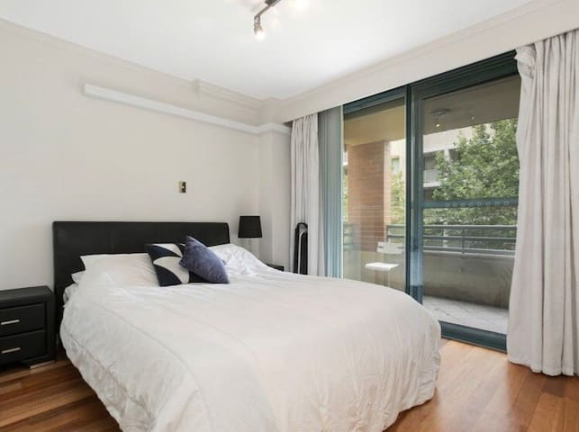 Modern Private Room in Darling Harbour