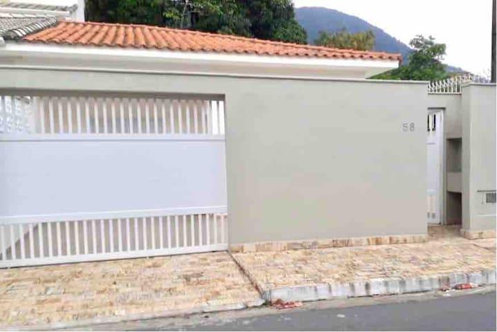 Casa espaçosa e linda SEM morador - 100m da praia