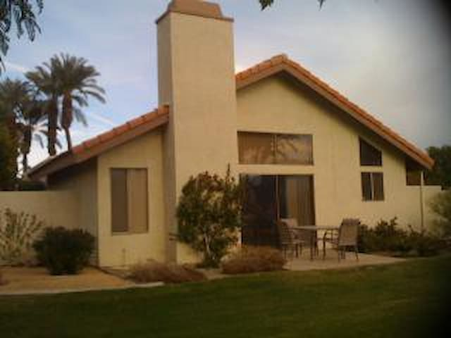 Spacious, Quiet, Single Level Palm Desert Home - Palm Desert - House