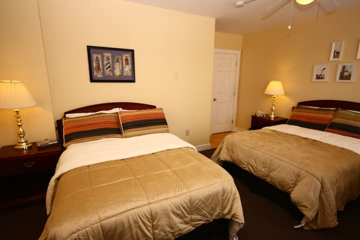 Come From Away B&B Inn - Waterfront - Traveler's Rest (Room 5)