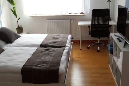 Top-Lage! Neu möbliertes Zimmer, 4 Min. Hbf - Mannheim - Apartment