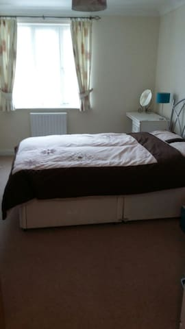 Central Chichester, free parking - Chichester - Apartment
