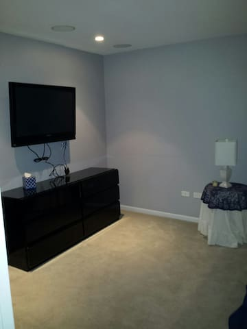 Flat screen Plasma TV with cable