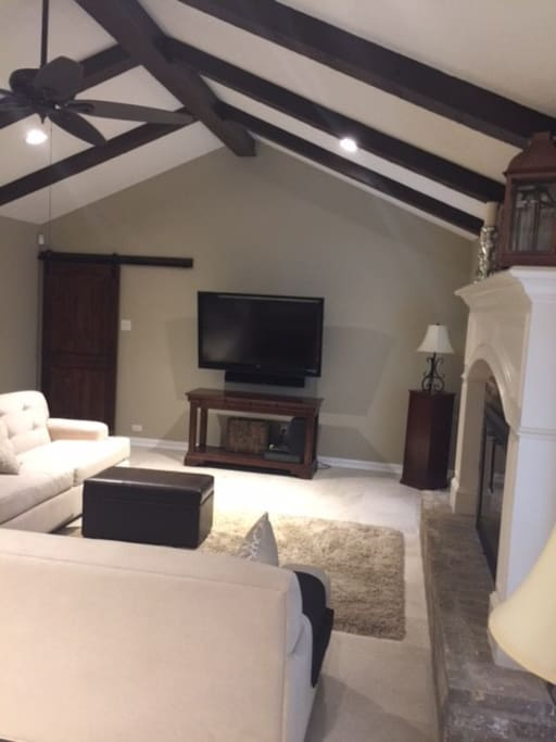 Large Living room with fireplace and TV