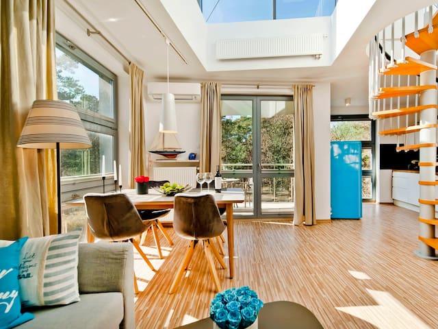 Luxury apartmenty by the beach W8