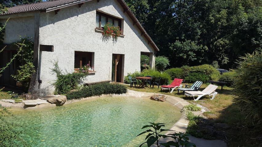 Maison avec piscine au coeur de la nature