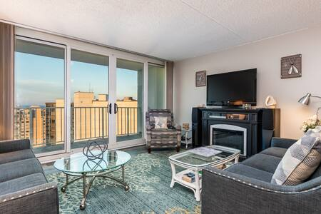 NEW LISTING! Oceanfront, 24th-floor condo w/balcony, fireplace & great amenities