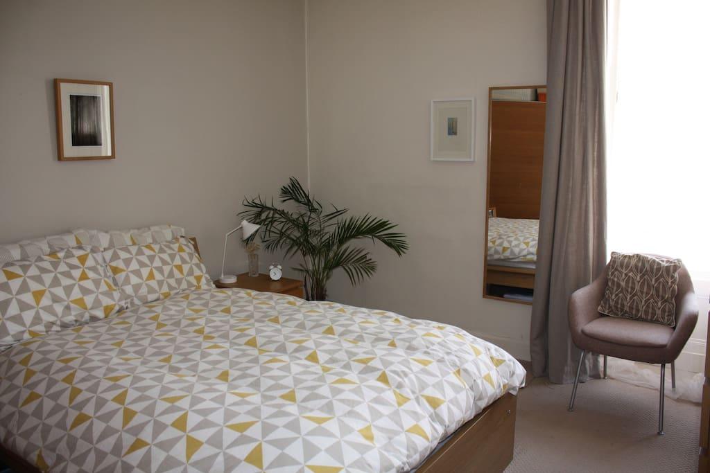 A quiet Scandinavian style bedroom