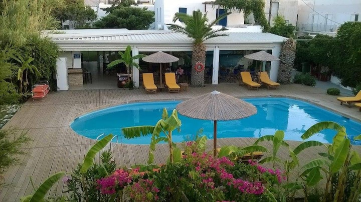 *Paros* triple rooms - breakfast & pool in Parikia