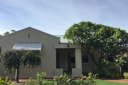 Large Home with Pool Walking Distance to Glenelg - Glengowrie