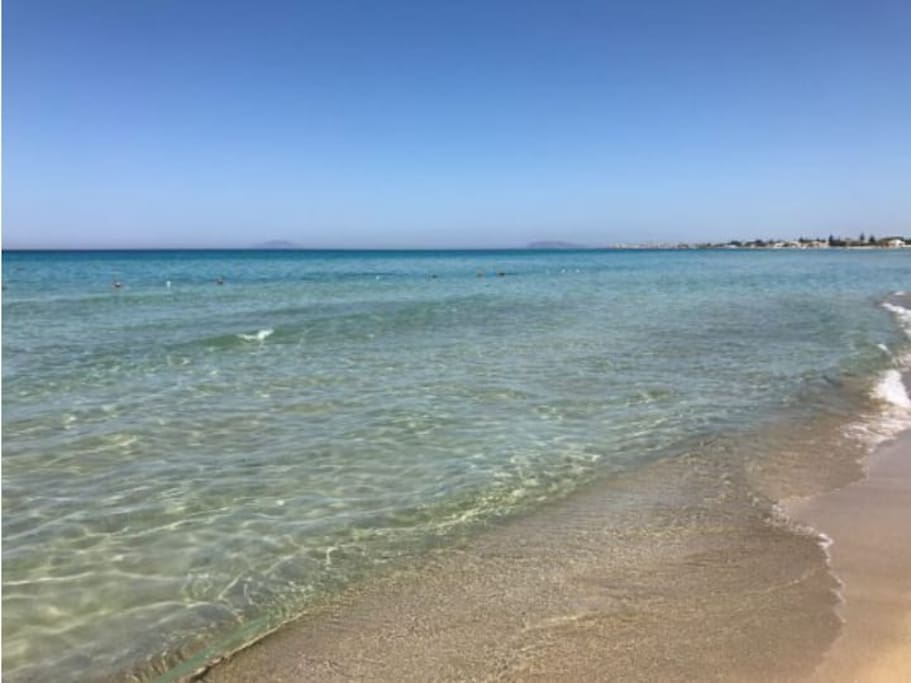La spiaggia a 150 metri, raggiungibile a piedi da un accesso privato